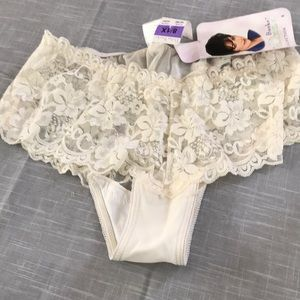 Delta Burke cream color panty with lace